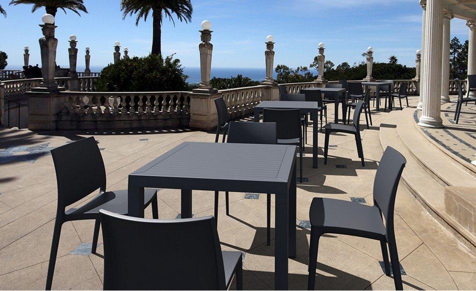 Mesas terrazas terrazas balcones hogar espacios viajes for Mesa de terraza con quitasol